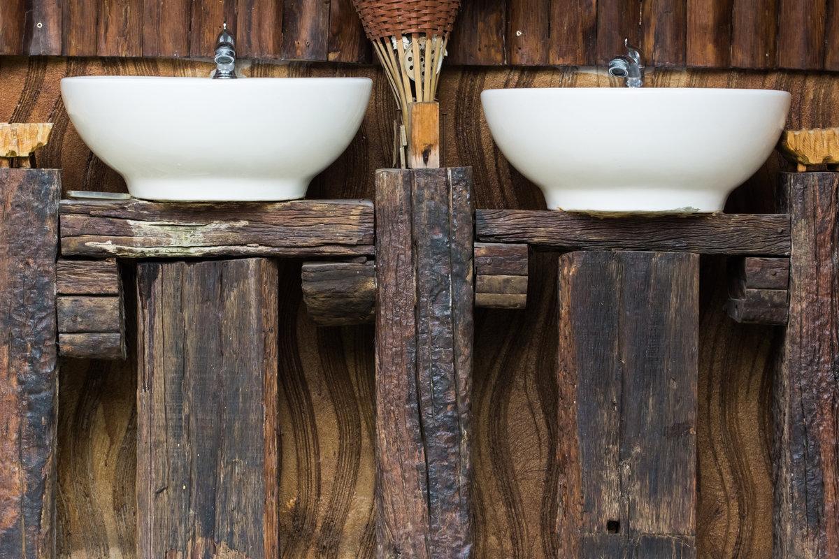 badkamer meubel met houten balken